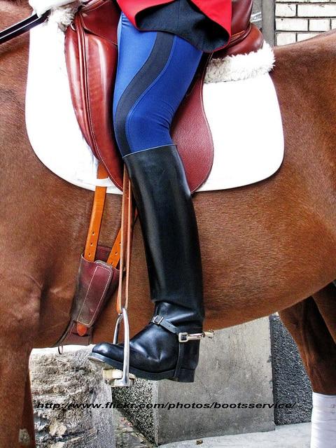 La jambe du cavalier est ici en position neutre